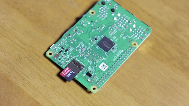microSDカードをRaspberry Piにセット