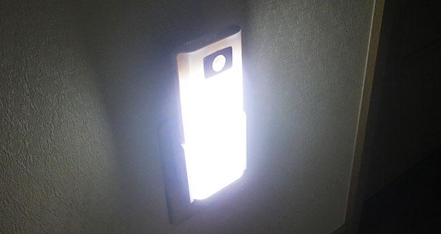 夜間の足元照明として