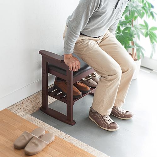 毎日の立ち上がりに。玄関椅子